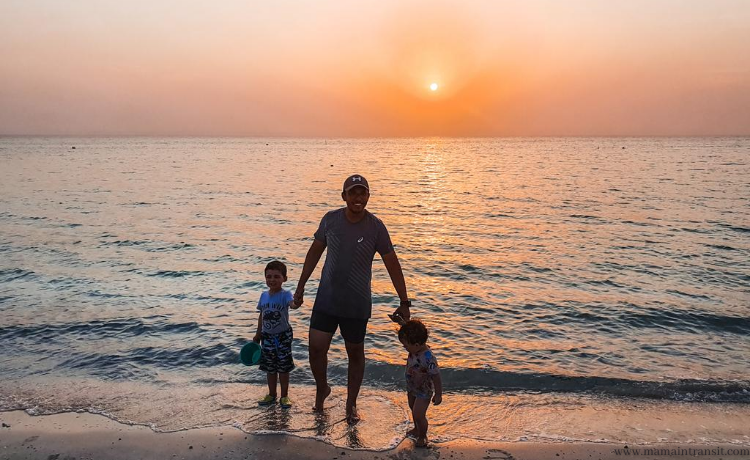 Beaches in Qatar, PART 1. Organizing family beach trips with small kids.